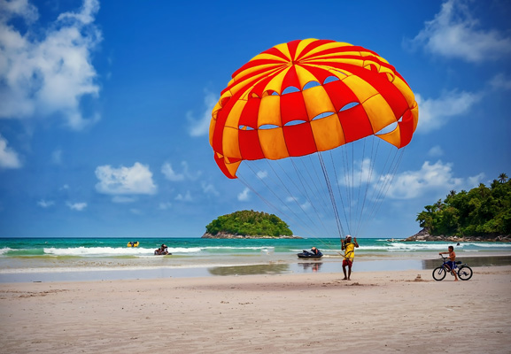 parachute-at-cha am-beach-thailand