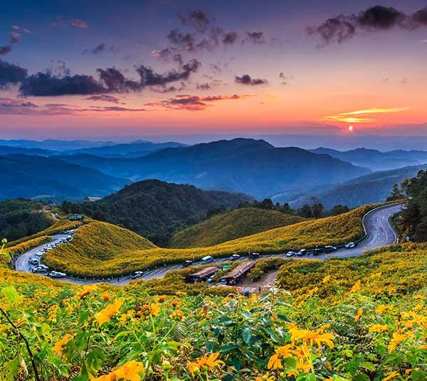 trekking-chiang-mai-thailand-mountain